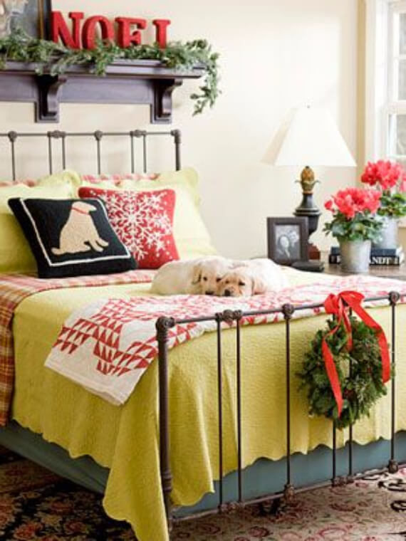 Elegant and Stylish Holiday Bedding Ideas For A Luxurious, Hotel-Like Bed (21)
