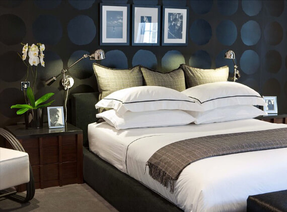 Elegant and Stylish Holiday Bedding Ideas For A Luxurious, Hotel-Like Bed (27)