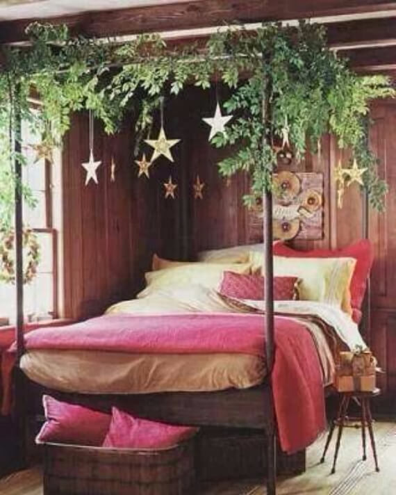 Elegant and Stylish Holiday Bedding Ideas For A Luxurious, Hotel-Like Bed (3)