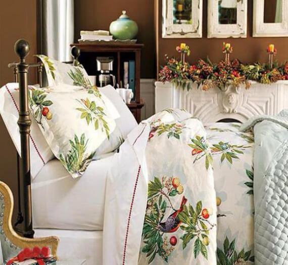 Elegant and Stylish Holiday Bedding Ideas For A Luxurious, Hotel-Like Bed (9)