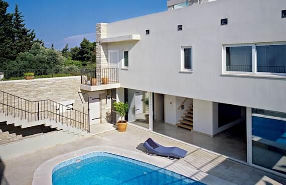 high-end-croatian-family-home-overlooking-the-adriatic-sea-saxum-villa-5