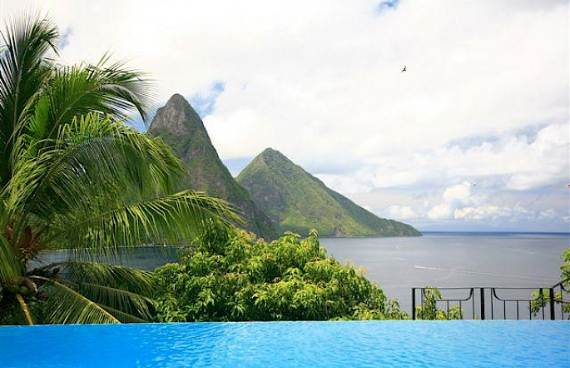 magnificent-villa-le-gallerie-exhibiting-the-best-location-on-saint-lucia-1