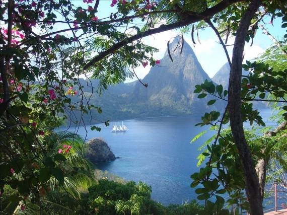 magnificent-villa-le-gallerie-exhibiting-the-best-location-on-saint-lucia-14