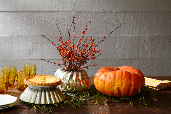 Warm and Inviting Thanksgiving Centerpiece Ideas  (16)