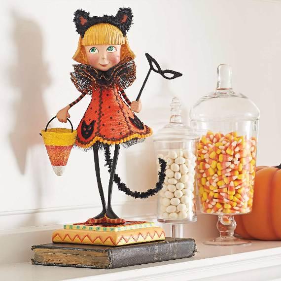 55-Halloween-Decorating-Ideas-Eerie-Elegance-15