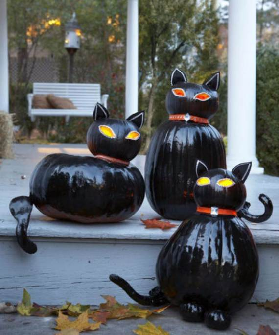 55-Halloween-Decorating-Ideas-Eerie-Elegance-27