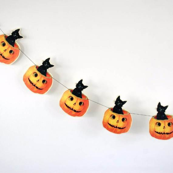 55-Halloween-Decorating-Ideas-Eerie-Elegance-36