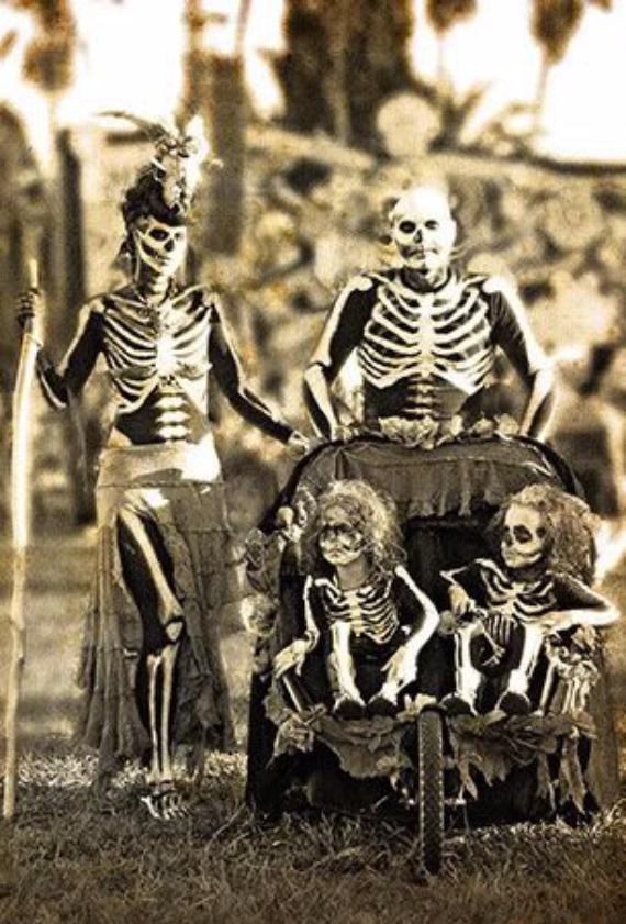 Family Halloween Costumes (3)