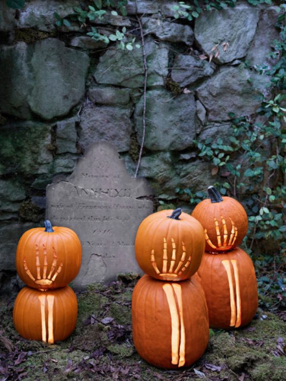 New Ways to Decorate Your Halloween Pumpkins (22)