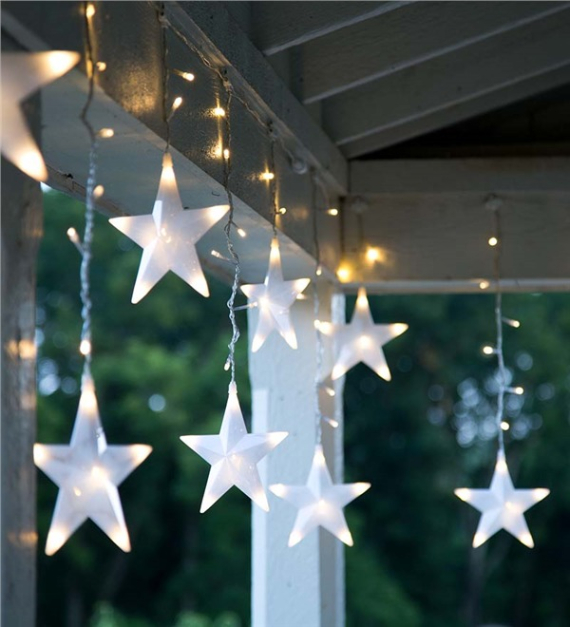 40 Unique Ways to Decorate With Christmas Lights (31)