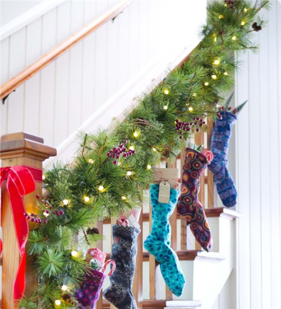 40 Unique Ways to Decorate With Christmas Lights (39)