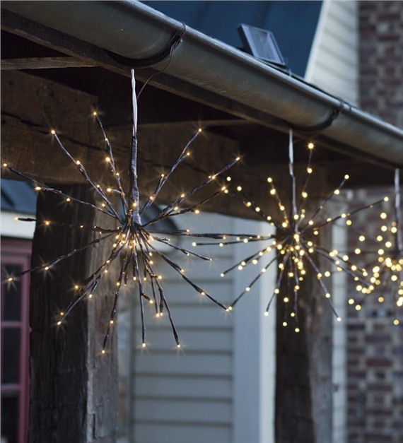 40 Unique Ways to Decorate With Christmas Lights (41)