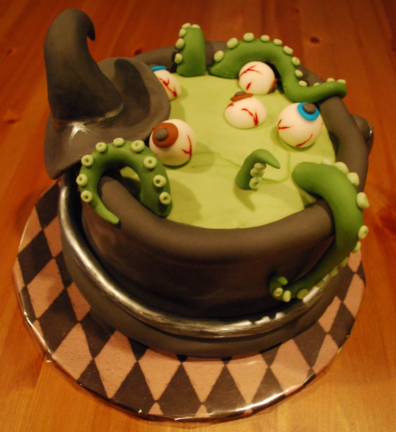 Cute & Non scary Halloween Cake Decorations (2)