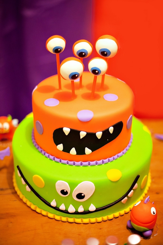 Cute & Non scary Halloween Cake Decorations (26)