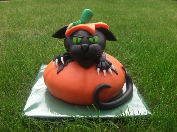 Cute & Non scary Halloween Cake Decorations (6)