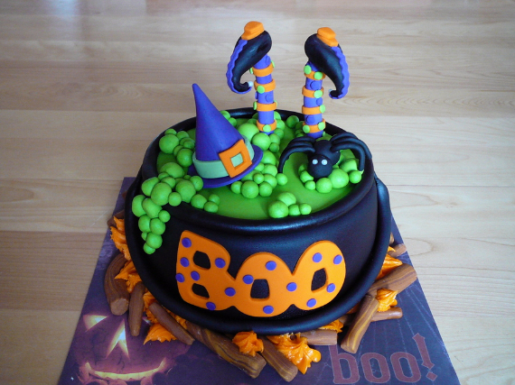 Cute & Non scary Halloween Cake Decorations (9)