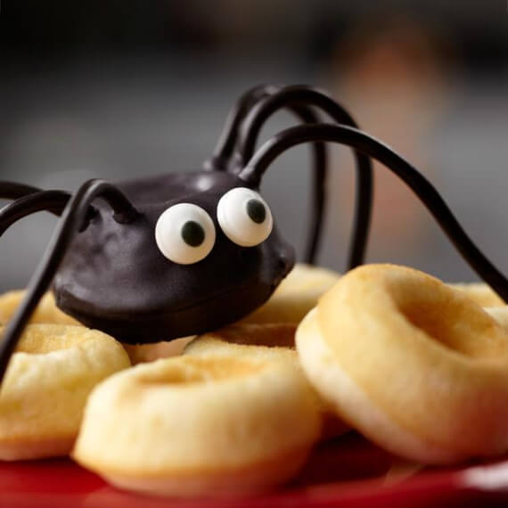 Easy Halloween Treats Doughnuts of Doom (10)