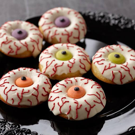 Easy Halloween Treats Doughnuts of Doom (1)