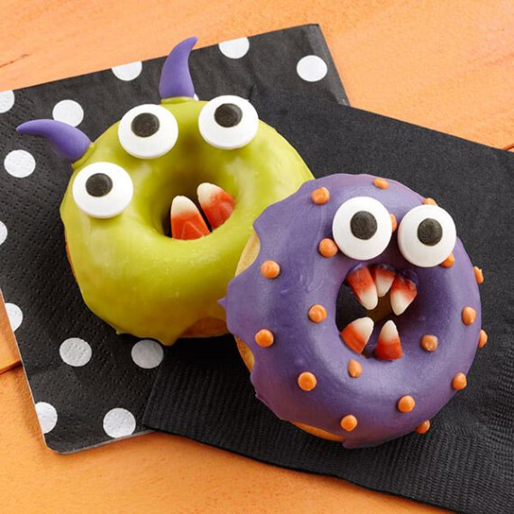 Easy Halloween Treats Doughnuts of Doom (5)