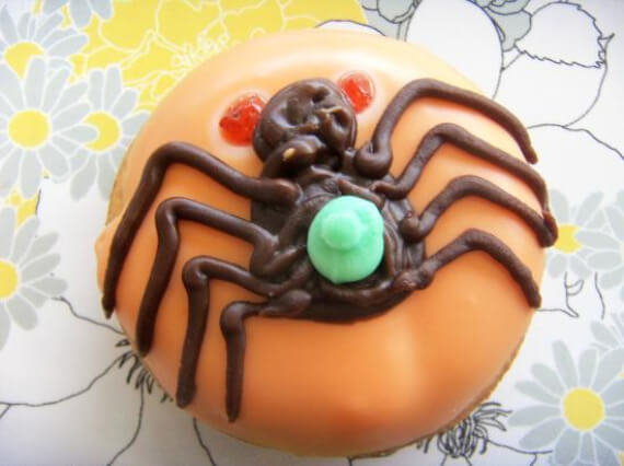 Easy Halloween Treats Doughnuts of Doom (7)