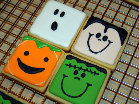 Fun And Simple Ideas For Decorating Halloween Cupcakes (16)