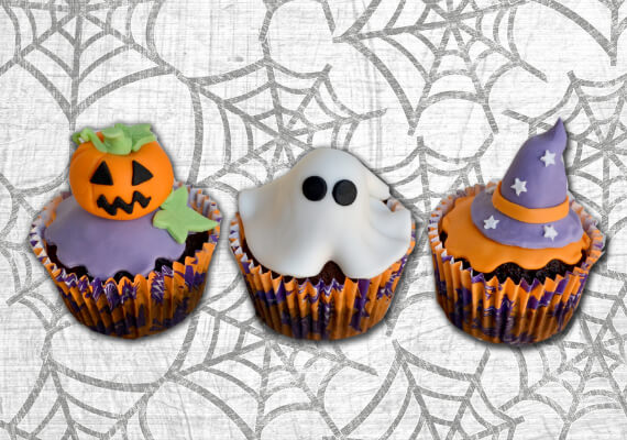 Fun And Simple Ideas For Decorating Halloween Cupcakes (19)