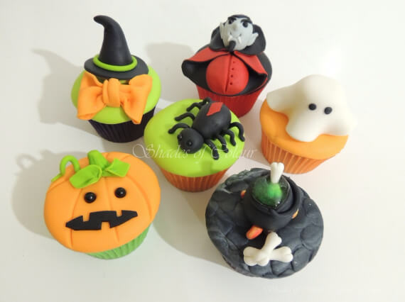 Fun And Simple Ideas For Decorating Halloween Cupcakes (20)