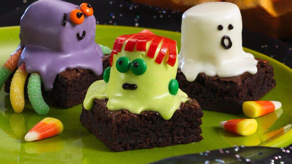 Fun And Simple Ideas For Decorating Halloween Cupcakes (23)