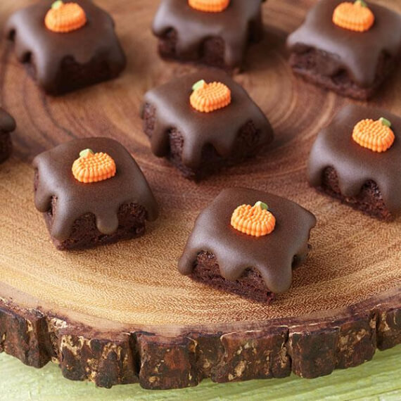 Fun And Simple Ideas For Decorating Halloween Cupcakes (26)