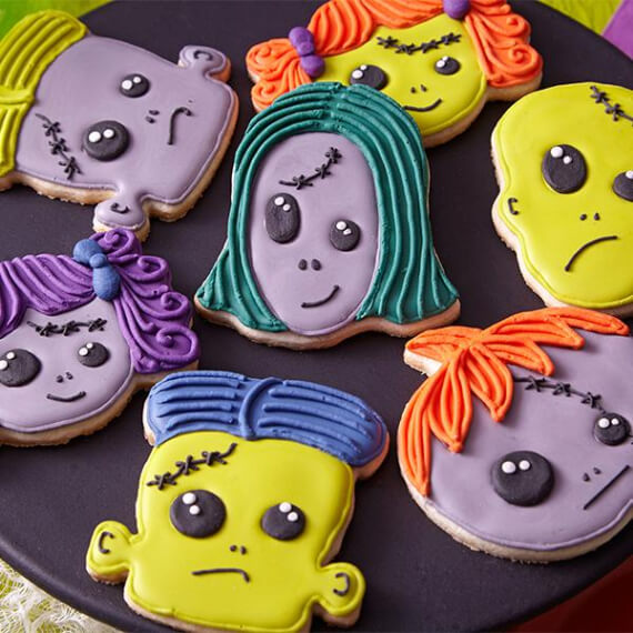 Fun And Simple Ideas For Decorating Halloween Cupcakes (28)