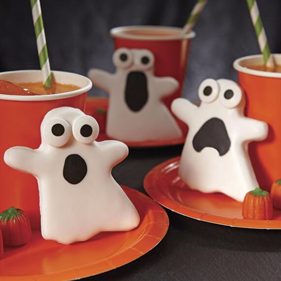 Fun And Simple Ideas For Decorating Halloween Cupcakes (29)