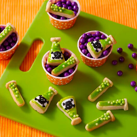 Fun And Simple Ideas For Decorating Halloween Cupcakes (34)