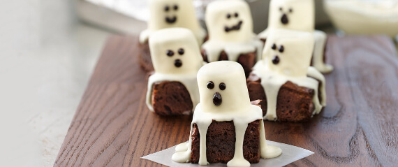 Fun And Simple Ideas For Decorating Halloween Cupcakes (35)