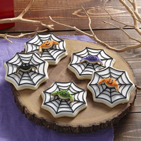 Fun And Simple Ideas For Decorating Halloween Cupcakes (5)