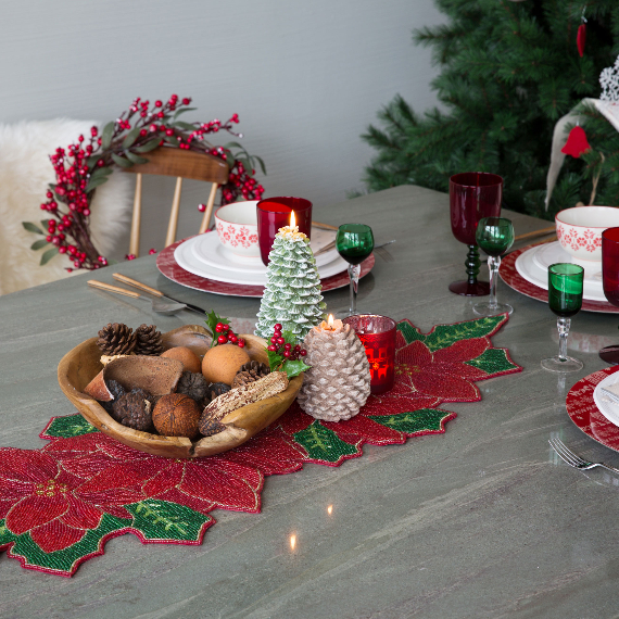 Christmas Dining Table Decor In Red And White (12)