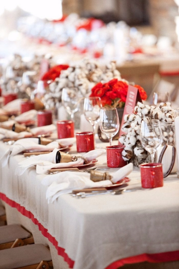 Christmas Dining Table Decor In Red And White (16)