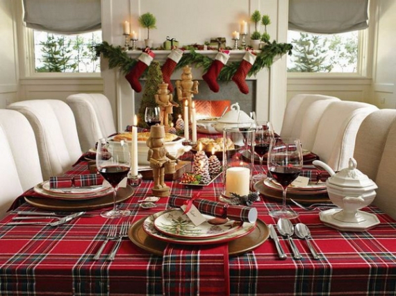 Christmas Dining Table Decor In Red And White (17)