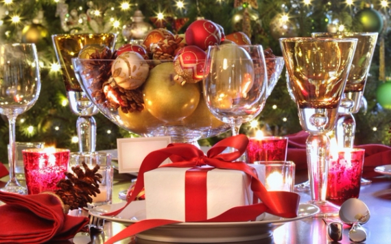 Christmas Dining Table Decor In Red And White  (20)