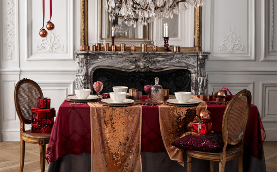 Christmas Dining Table Decor In Red And White (2)