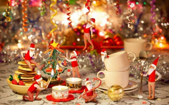 Christmas Dining Table Decor In Red And White  (21)