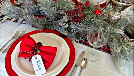 Christmas Dining Table Decor In Red And White  (24)