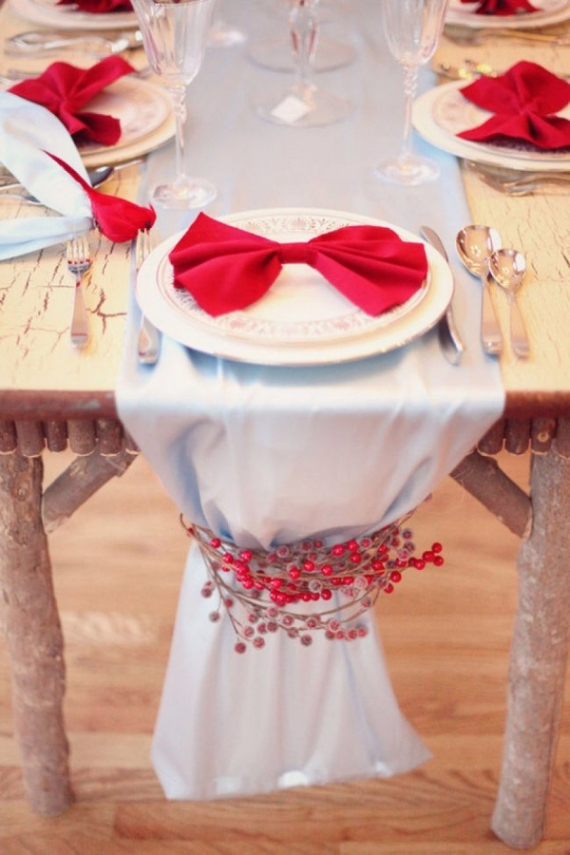 Christmas Dining Table Decor In Red And White (3)