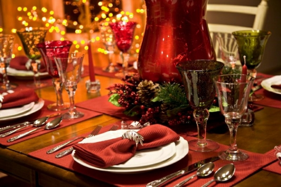 Christmas Dining Table Decor In Red And White  (8)