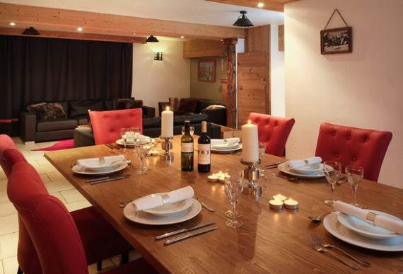 sophisticated-refuge-boua-chalet-with-extensive-views-of-french-alp-10