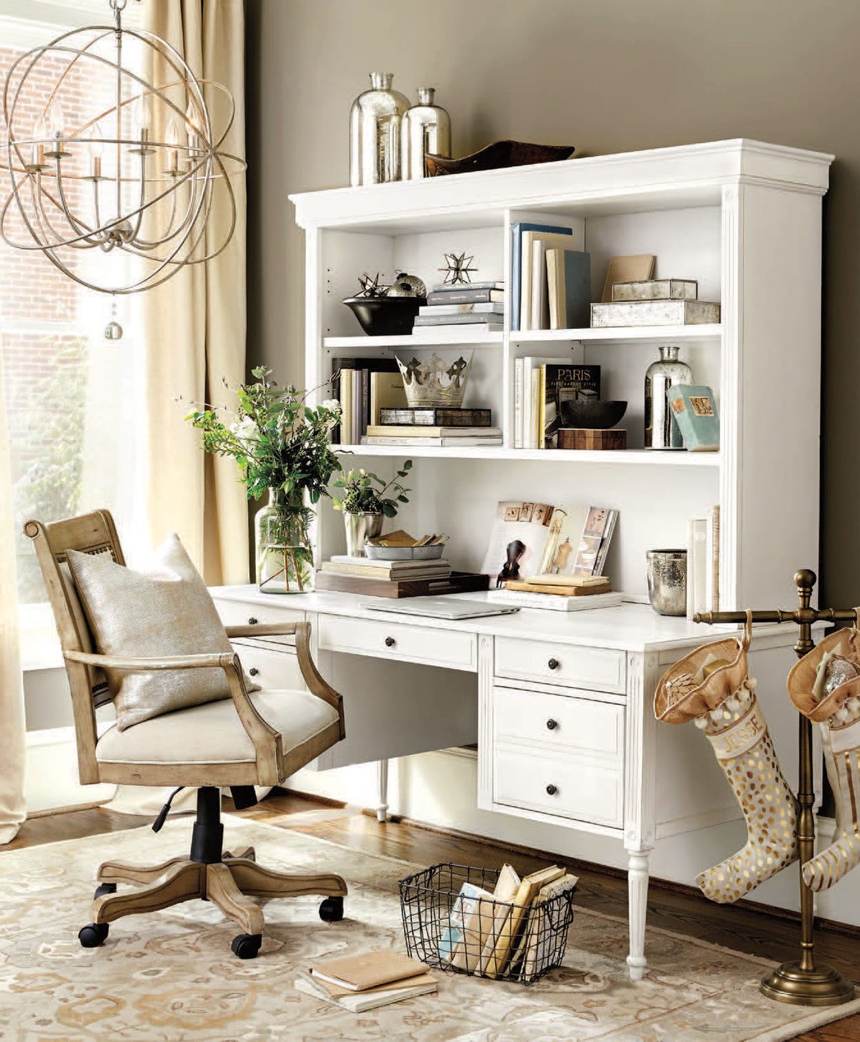 Stylish Home Office Christmas Decoration Ideas  (21)