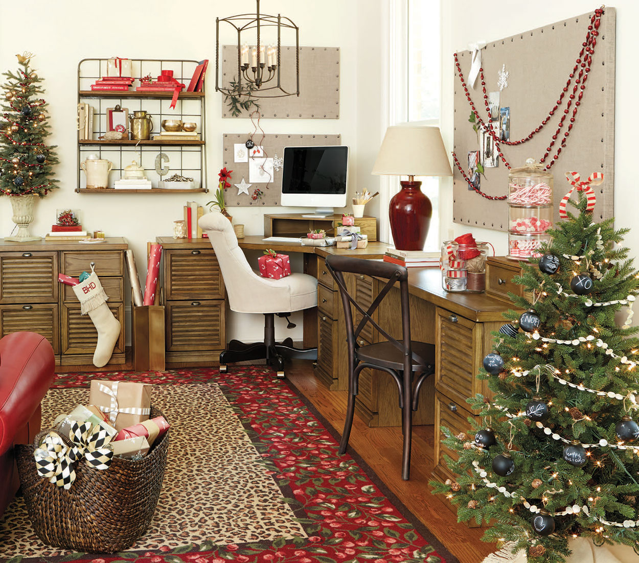 Stylish Home Office Christmas Decoration Ideas  (29)