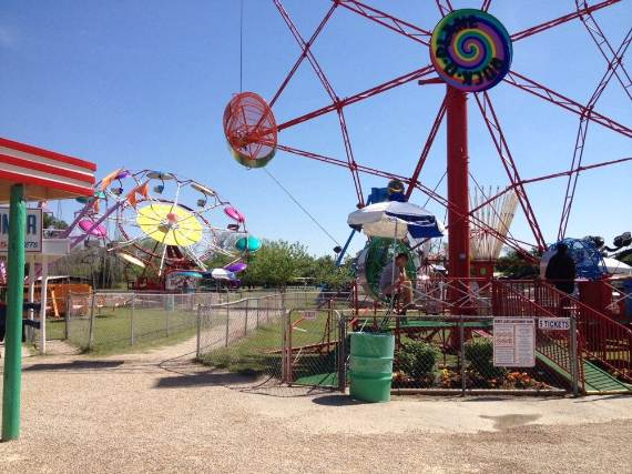 Family-fun-Sandy-Lake-Amusement-Park-4