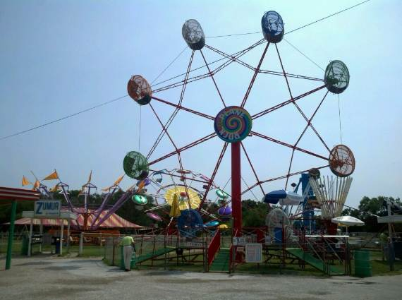 Family-fun-Sandy-Lake-Amusement-Park-9