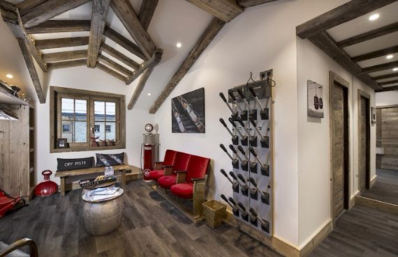 Holidays in French Alps Chalet Syrma A private ski chalet (11)