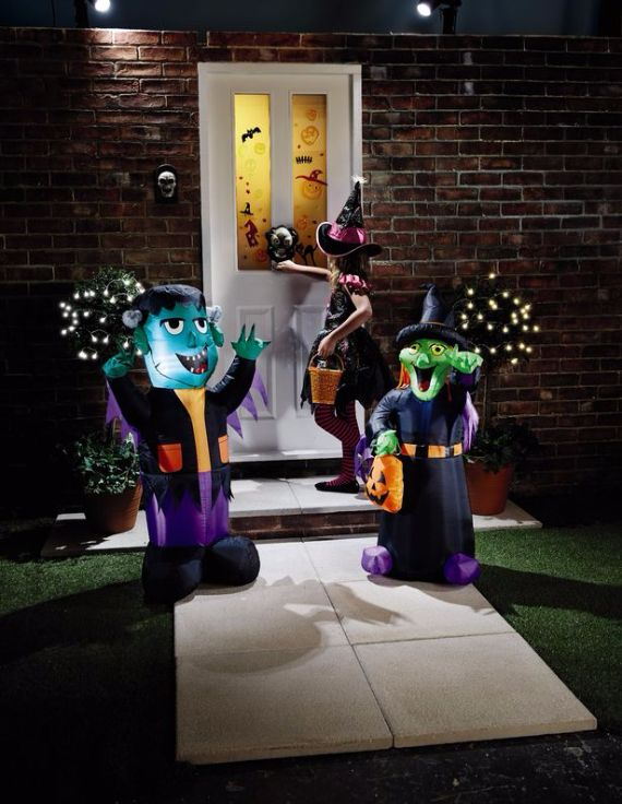 Elegant Gothic, Ghastly & Gory Halloween Decorations (3)